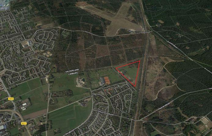 Landgoed de Kleine Lier bij Molenhoek beslaat straks een groot deel van het rood gemarkeerde gebied. Rechts daarvan loopt de spoorlijn.