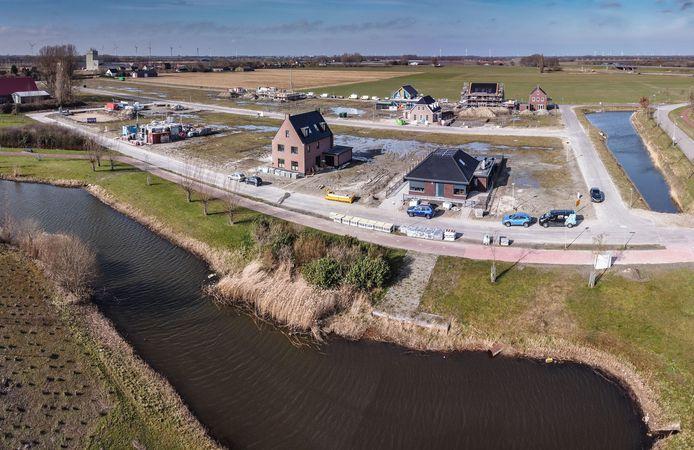 De bewoners van de nieuwe Waterwijk in Fijnaart betalen dit jaar zeven procent meer belasting dan vorig jaar.