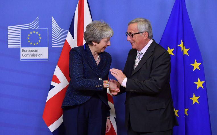 Brits premier Theresa May en Europees Commissievoorzitter Jean-Claude Juncker. Beeld AFP