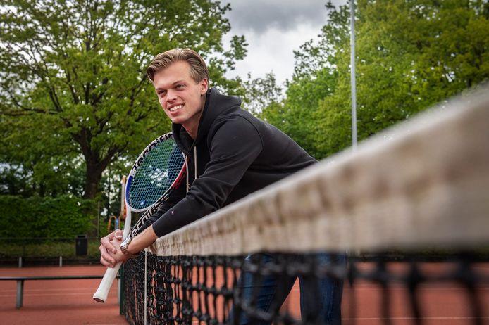 Julian Prins stond te boek als groot regionaal tennistalent, maar stopte twee jaar geleden met tennissen op hoog niveau.