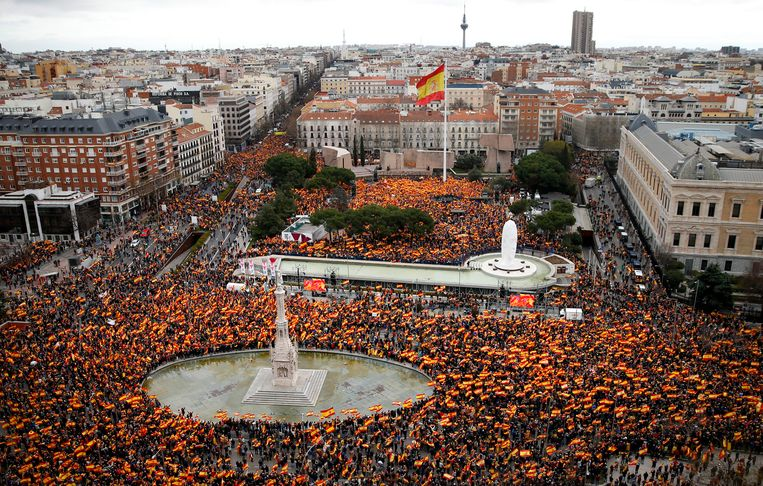 Gisteren kwamen tienduizenden Spanjaarden in Madrid op straat om vervroegde verkiezingen te eisen.