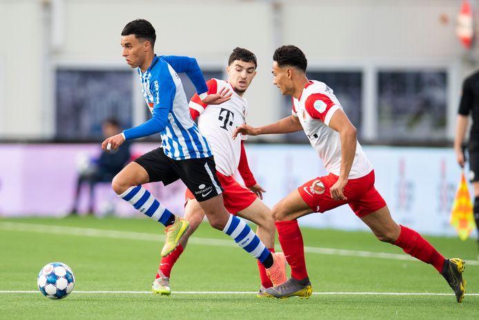 Naoufal Azzagari maakte namens FC Eindhoven tegen Jong FC Utrecht zijn prof- en basisdebuut.