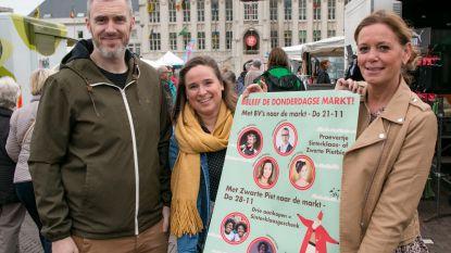 """""""Minder volk op verplaatste markt? Dan nodigen we BV's uit"""": Wendy Van Wanten, Carmen en Marcske van FC De Kampioenen en 'Romeo' Chris Van Tongelen komen naar donderdagse markt"""