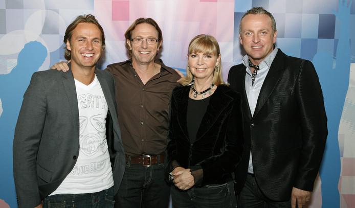 De jury van het vierde seizoen: John Ewbank, Eric van Tijn, Jerney Kaagman en Gordon.