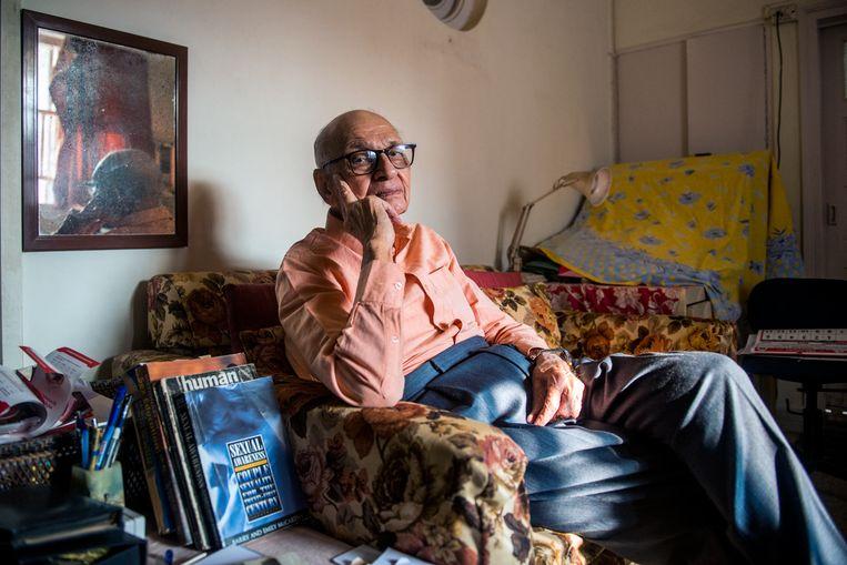 De 93-jarige Mahinder Watsa stelde generaties mannen gerust over de grootte van hun penis. Beeld