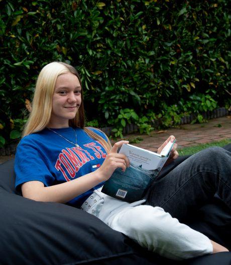 'Ik probeerde mijn tics altijd in te houden.' Gilles de la Tourette weerhoudt Apeldoornse Anne Linde (14) niet meer
