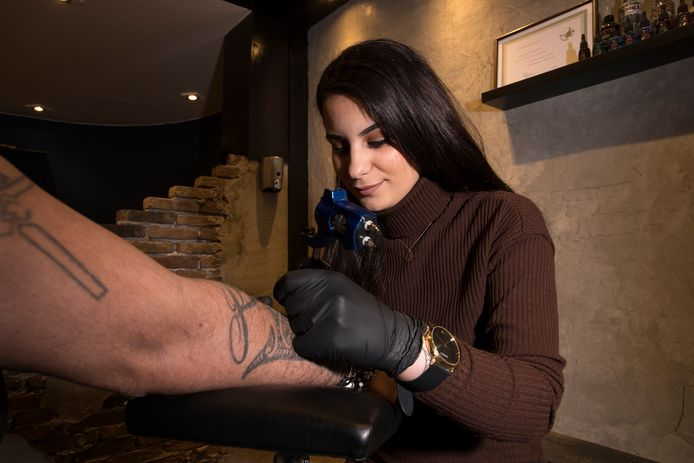 Asli Serin van Tattooshop Downtown 7 in Zevenaar.