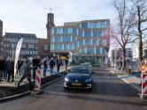 Bonte opening van kale parkeerplaats in Hengelo