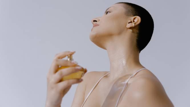 """""""Het is ecologischer om geurmoleculen na te maken."""" Parfumeur verklapt hoe natuurlijk natuurlijke parfums écht zijn"""