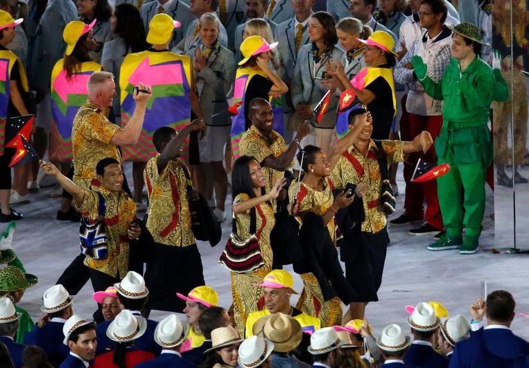 De atleten van Papoea-Nieuw-Guinea hebben zelfs bijhorende handtassen (voor vrouwen EN mannen) Beeld EPA