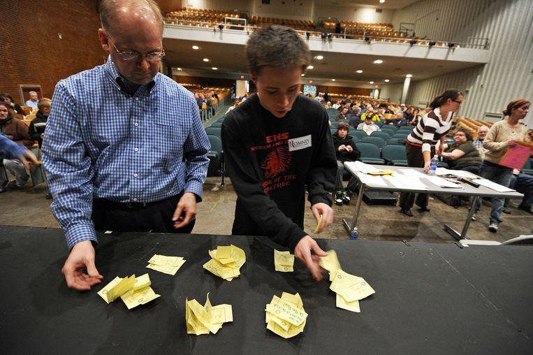 Stemmen tellen in Des Moines, Iowa, 3 januari 2012. Beeld AFP