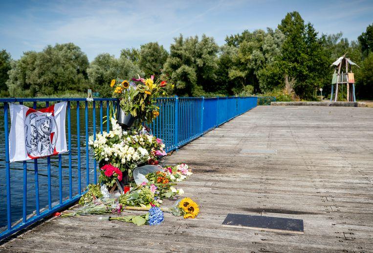 Bloemen op de plek waar Bas van Wijk werd doodgeschoten. Beeld Hollandse Hoogte /  ANP