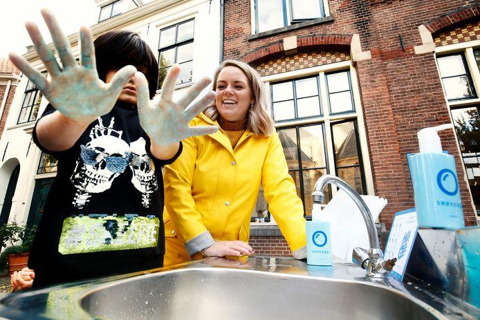 Op de Pieterskerkhof basisschool werd een cursus handen wassen gegeven aan leerlingen.