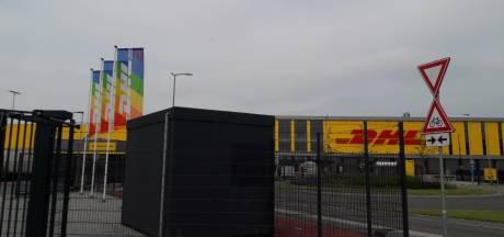 Mobiele prikpost bij DHL in Zaltbommel, voor arbeidsmigranten