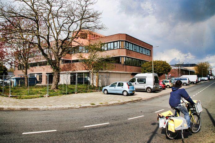 Voormalig Mitros kantoor op de Vlampijpstraat wordt omgebouwd naar hotel.