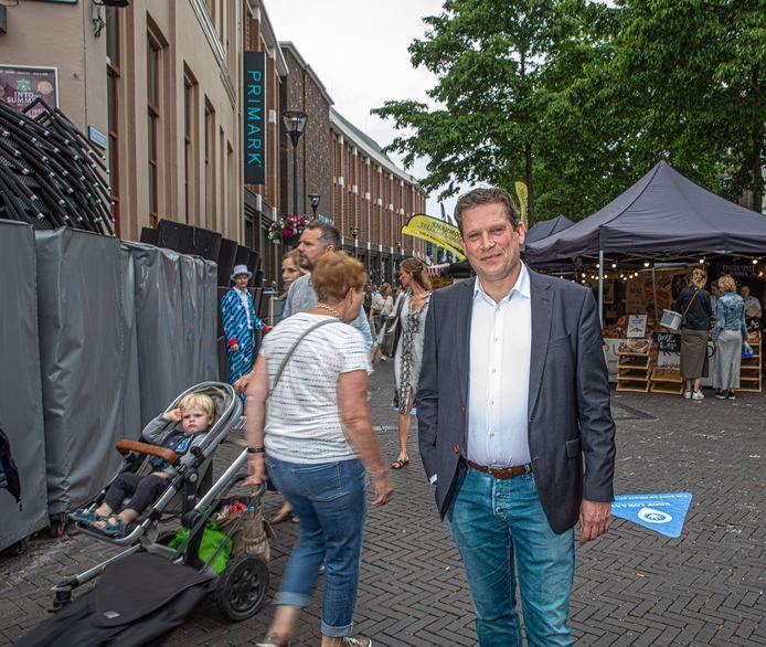 De dinsdagavonden na een persconferentie van het kabinet waren de afgelopen periode heftig voor economiewethouder René de Heer van Zwolle. Hij werd bestookt met berichtjes van bezorgde en boze ondernemers en voelde zich soms machteloos.