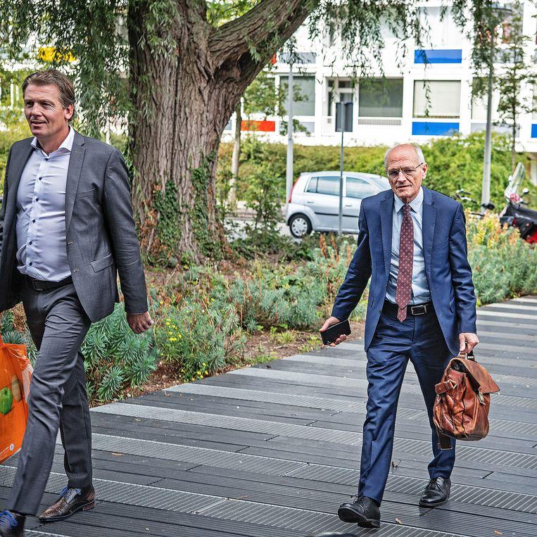 Gerard Sanderink arriveert bij de Amsterdamse rechtbank samen met een raadsman.  Beeld Guus Dubbelman / de Volkskrant