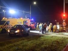 Man die bellend door rood reed en ongeluk veroorzaakte, mag rijbewijs houden omdat zaak te oud is