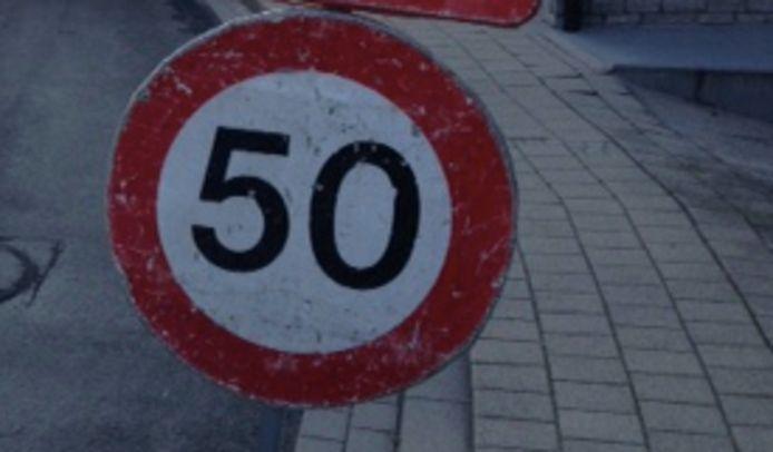 In de Ambassadeur Baertlaan in Kortrijk is de snelheid tot 50 km/u beperkt.
