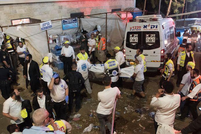 Op de rampplek is een veldhospitaal ingericht. Tientallen ambulances worden ingezet om de gewonden naar ziekenhuizen in de omgeving te vervoeren.