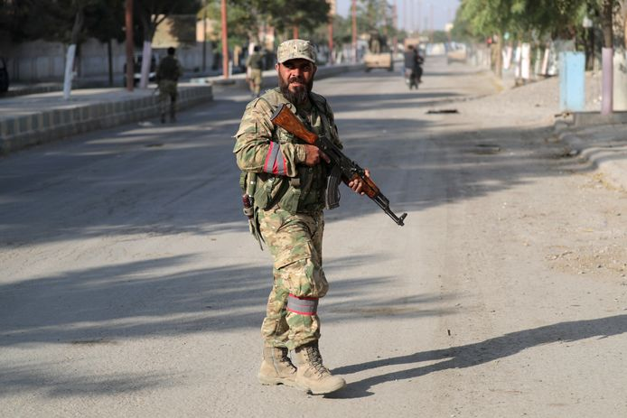 Een door Turkije gesteunde Syrische strijder in Tal Abyad.
