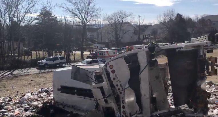 Een trein met tientalle Amerikaanse, Republikeinse parlementariërs botste vandaag op een vuilniswagen. Overblijfselen van de vuilniswagen. Beeld REUTERS