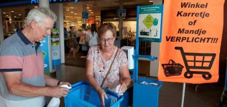Karretjes schoonmaken in de supermarkt? 'Ik doe het omdat het moet, niet omdat ik denk dat het zin heeft'