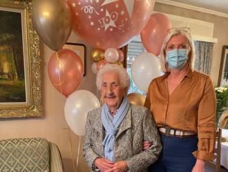 """Martha De Cock viert honderdste verjaardag bij haar thuis: """"Altijd hard gewerkt en af en toe glaasje wijn of Hasseltse koffie"""""""
