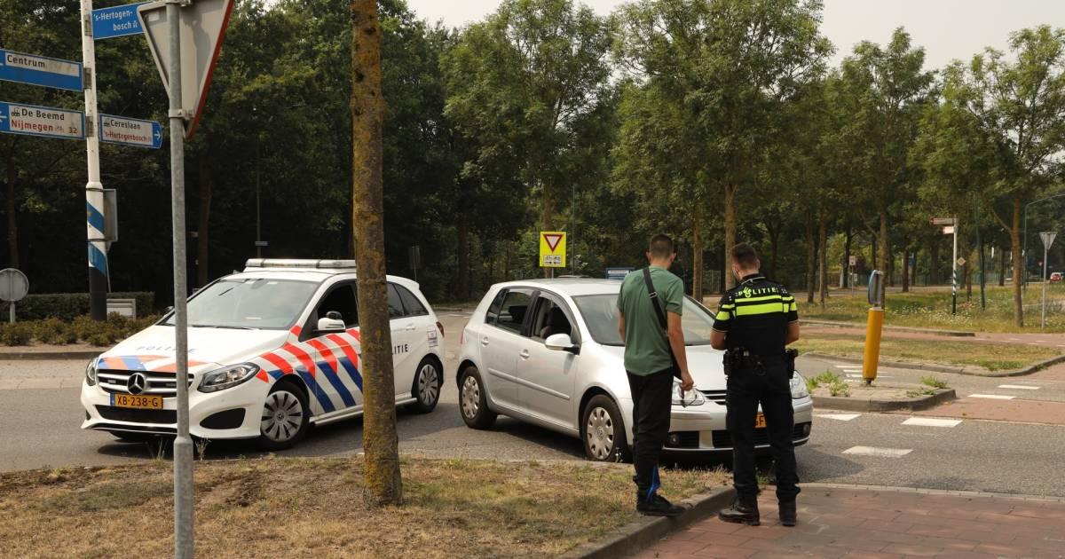 Fietsster gewond na botsing met auto in Heesch.