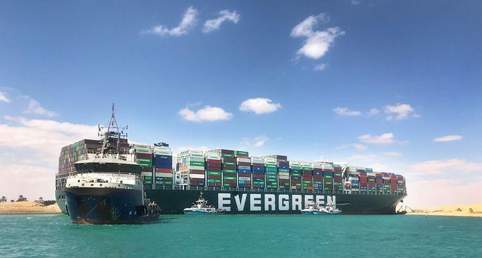 De Ever Given werd door Boskalis in het Suezkanaal losgetrokken.