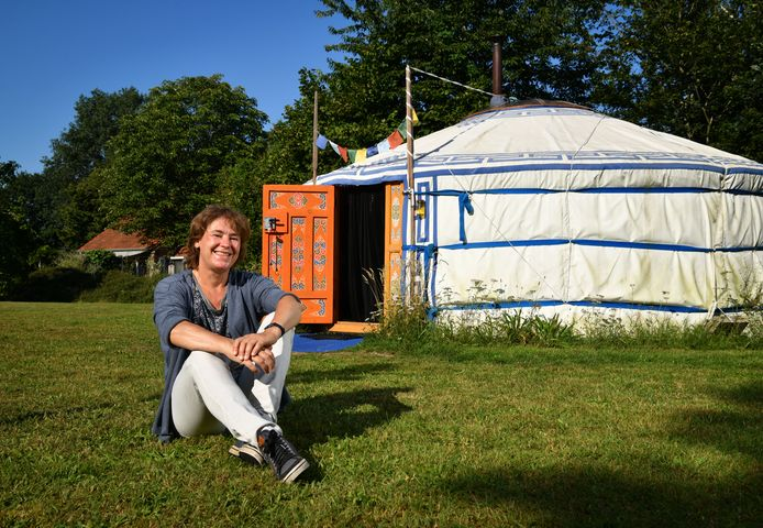 Natasja Kardos en haar yurt.