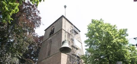 Monumentale kerkklokken uit Hellendoorn op transport naar Oostenrijk: 'Kerk zonder klokken is als een giraf zonder hals'