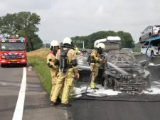 Auto brandt uit langs A1 bij Enter: rijstrook afgesloten