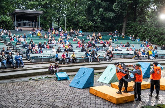 Voor de eerste keer sinds lange tijd draait er weer een voorstelling in openluchttheater Mariahout: Peter Pan.