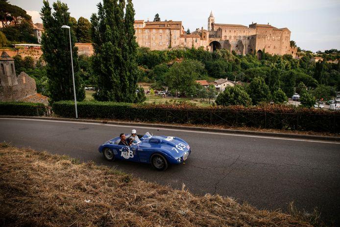 Uit 1945 komt deze D.B. Citroen 2000 Sport, onderweg in Viterbo.