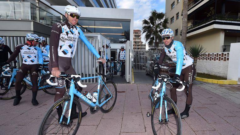 Stijn Vandenbergh en Oliver Naesen op trainingskamp met AG2R. Beeld TDW