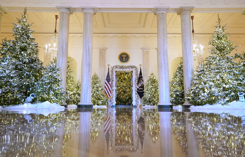 The Grand Foyer, versierd voor Kerstmis.