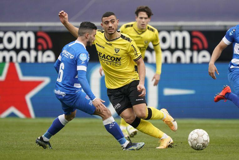 Mustafa Saymak van PEC Zwolle (links) en Georgios Giakoumakis van VVV-Venlo in actie. Beeld ANP