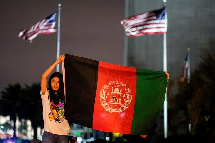 Afghanen in de VS voelen zich verraden door het vertrek van de Amerikaanse troepen uit Afghanistan. In Los Angeles wordt geprotesteerd.