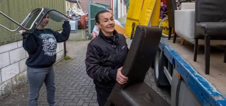 Met een vrachtwagen vol voedsel, bedden en schoonmaakspullen helpt Zeeland Limburg