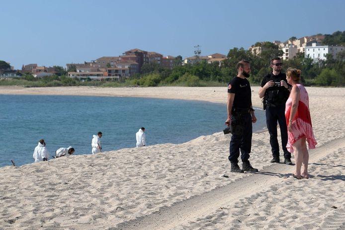 Plages fermées, pêche interdite et déploiement d'importants moyens de protection du littoral: la Corse orientale a été touchée par une pollution aux hydrocarbures probablement liée au dégazage illégal d'un navire survenu le 11 juin 2021.