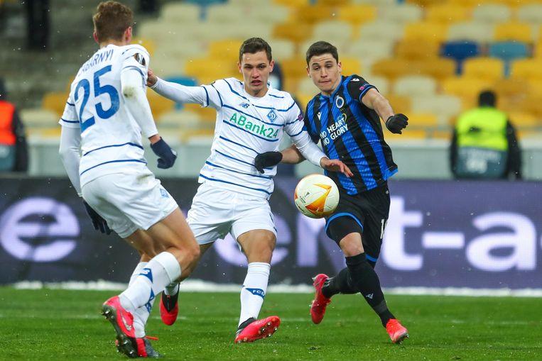Federico Ricca in duel met Volodymyr Shepeliev van Dynamo Kiev. Beeld Photo News