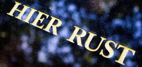 As van overledene mag voortaan op elke begraafplaats in de Hoeksche Waard worden uitgestrooid