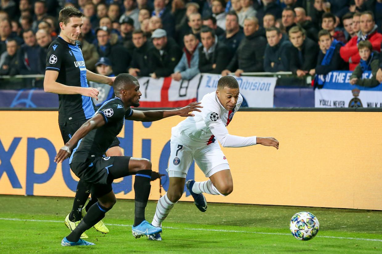 Kylian Mbappé van PSG walst over de Bruggelingen heen. De 0-5-pandoering voor Club vorige week illustreert nog maar eens het grote verschil tussen de Europese competities.  Beeld Photo News
