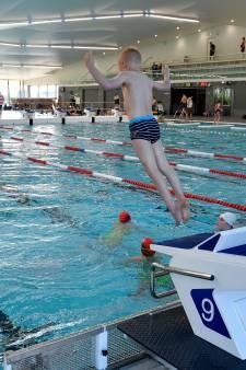 Badmeesters houden hart vast voor zomervakantie: duizenden kinderen lopen zwemlessen mis