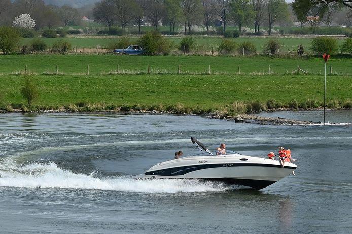 Waterplezier is er genoeg, ook op de Maas bij Cuijk. Maar lang niet iedereen houdt zich aan de regels.