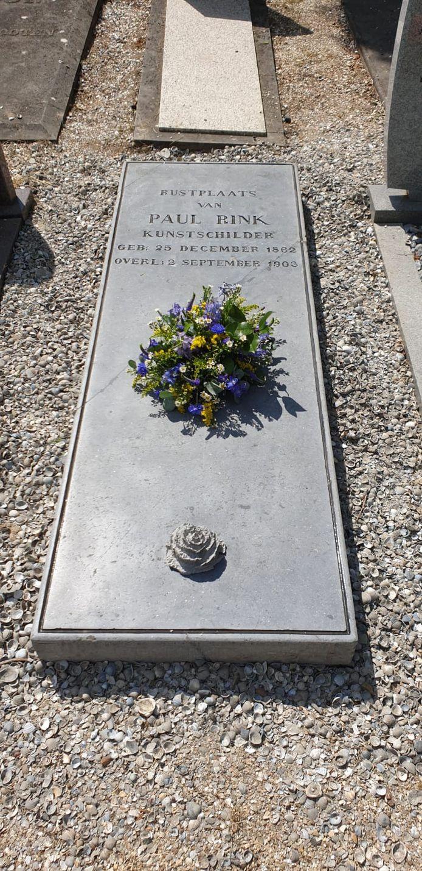Het opgeknapte graf van Paul Rink.
