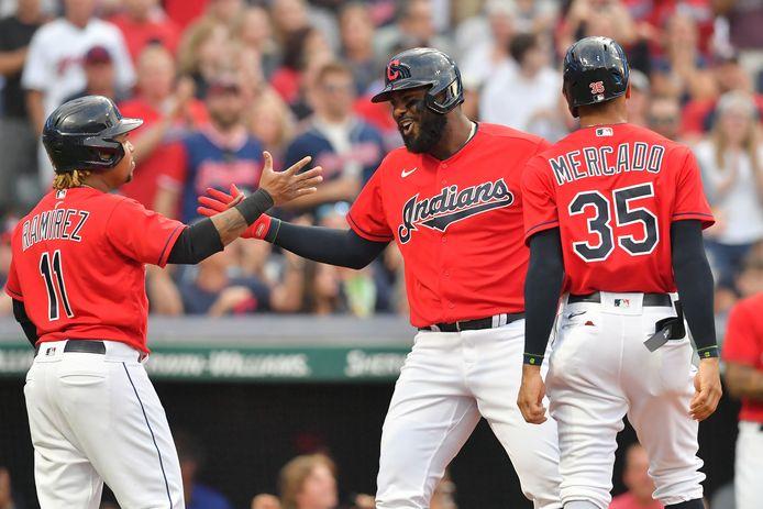 Jose Ramirez  (l), Oscar Mercado (r) en Franmil Reyes donderdag in actie namens de Cleveland Indians.