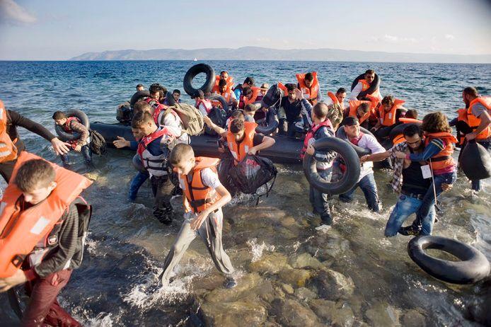 Griekenland 2015: aankomst van vluchtelingen in bootjes op de stranden van het eiland Lesbos.