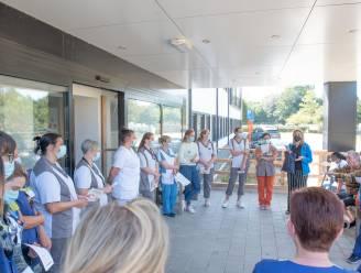 """Vakbonden protesteren aan De Meerspoort tegen mogelijke privatisering van de zorg: """"Nefast voor de werkdruk en de kwaliteit"""""""